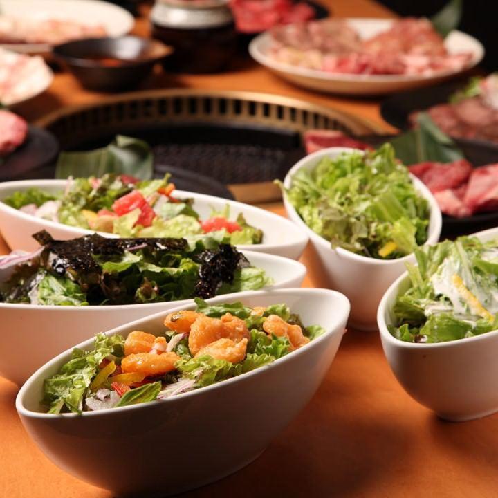 博多の焼肉【焼肉食べ放題 カルビ市場 博多駅筑紫口店】で、野菜もたっぷり!